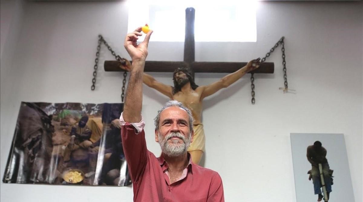 Willy Toledo, en la parroquia san Carlos Borromeode Vallecas.
