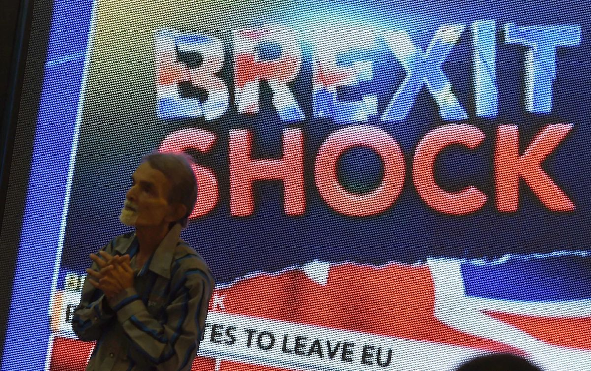 La caída de la libra, primera consecuencia del 'brexit'.