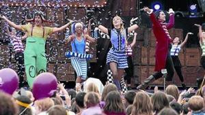 La Família del Super 3 en el escenario, durantela fiesta del 2015.