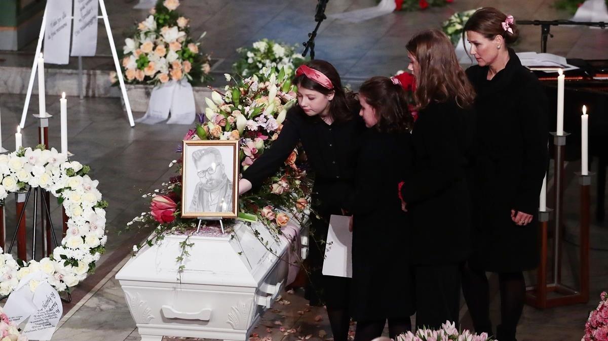 Marta Luisa y la tres hijas que tuvo con Ari Behn.