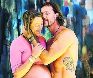 Mario Cesar Deus Yela junto a su ex esposaJulia Engelhorn.