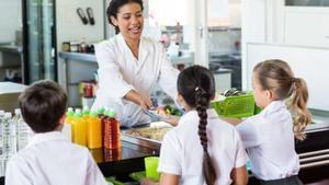 Se buscan monitores, cocineros, limpiadores y auxiliares para comedores de colegios en Barcelona