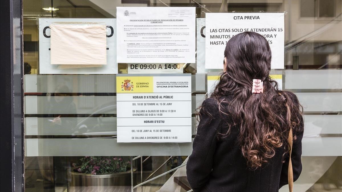 Els problemes amb la cita prèvia per a tràmits en estrangeria disparen la picardia