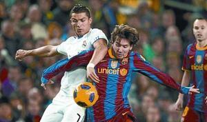 Ronaldo y Messi, en el partido del 29 de noviembre del Camp Nou en el que el Barça ganó al Madrid por 5-0.