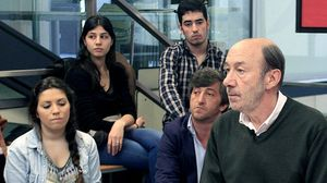 El secretario general del PSOE, Alfredo Pérez Rubalcaba, afirma que nunca ha visto un billete de 500 euros.