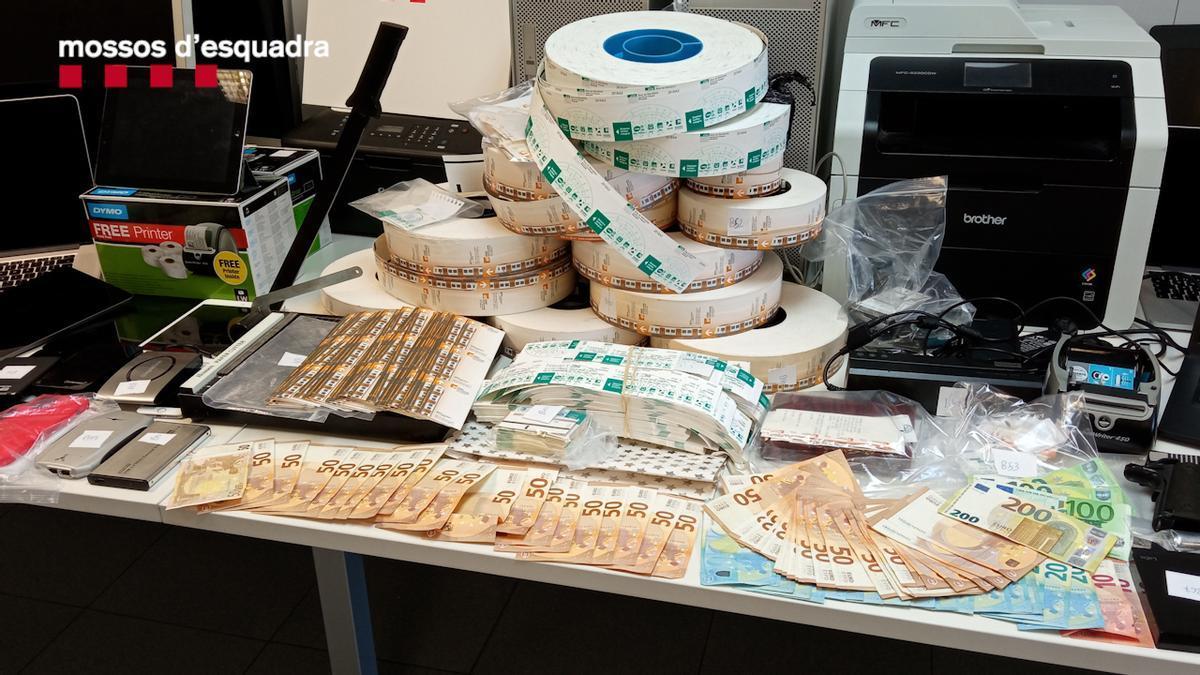 Desarticulado en Barcelona un grupo criminal que estafó más de un millón de euros a la ATM falsificando títulos de transporte.