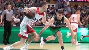 Dani García bota el balón ante Nico Laprovittola.
