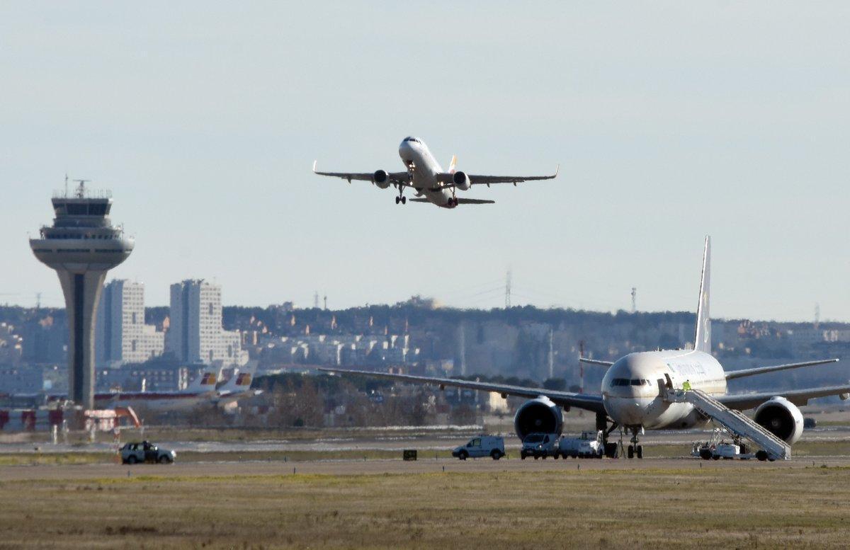 Imagen de archivo de un vuelo en el aeropuerto de Barajas en Madrid