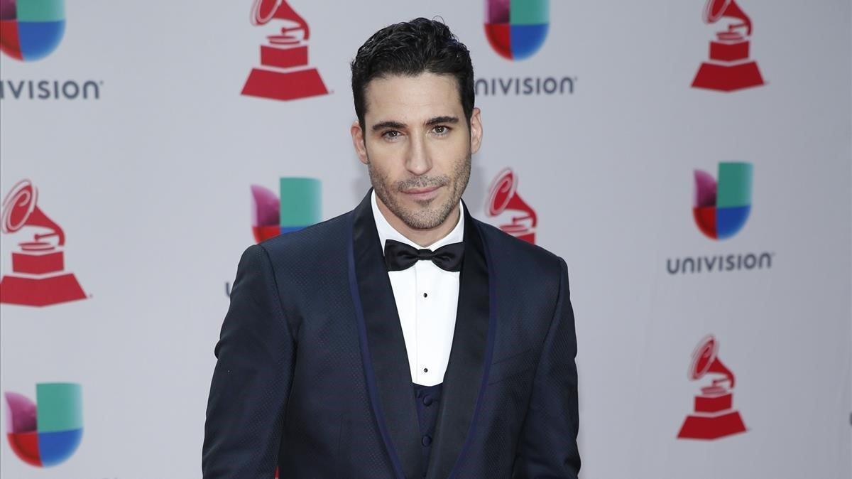Miguel Ángel Silvestre en los Latin Gramy Awards 2017.