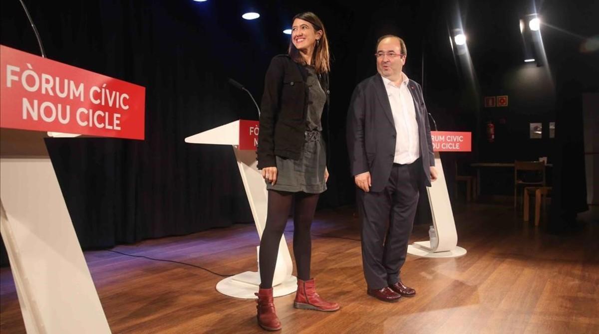 Núria Parlon y Miquel Iceta, el 3 de octubre, en el centro cívico Cotxeres Borrell.