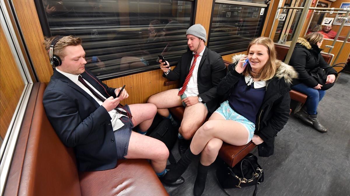 Pasajeros sin pantalones en el metro de Múnich.
