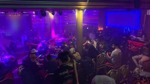 Interior de la discoteca durante la intervención de la Guardia Urbana.