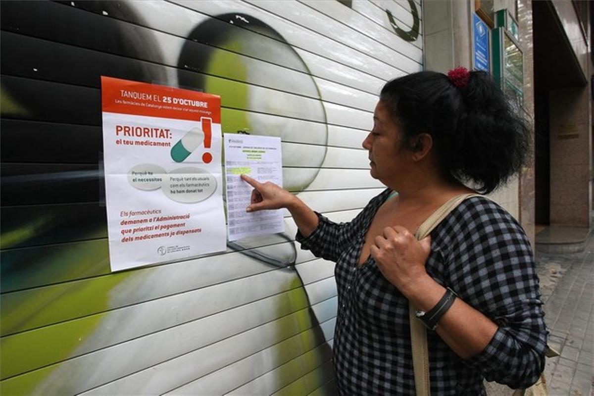 Farmacia de Barcelona cerrada durante la huelga de farmacias en la capital catalana del 25 de octubre del 2012.