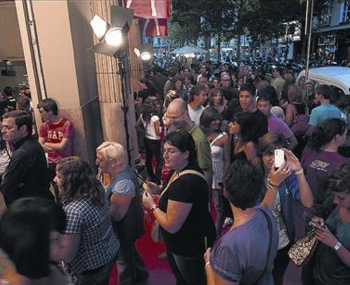 La cola de gente para ver el estreno, ayer.