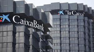 Seu central de {CaixaBank} a la Diagonal de Barcelona.