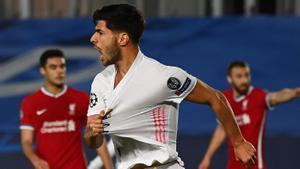 Marco Asensio celebra su gol al Liverpool.