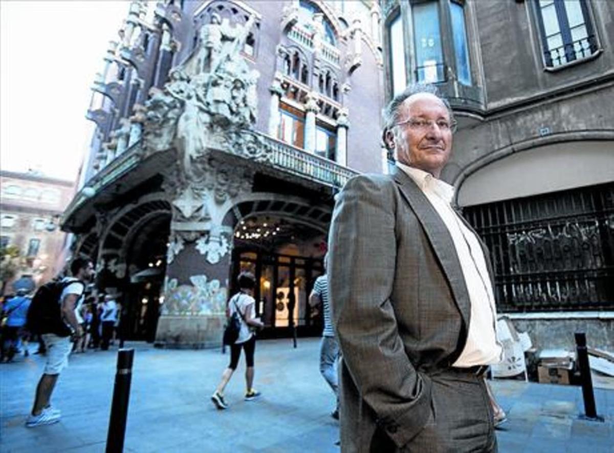 Joan Llinares posa frente al Palau de la Música Catalana, hace unos meses.