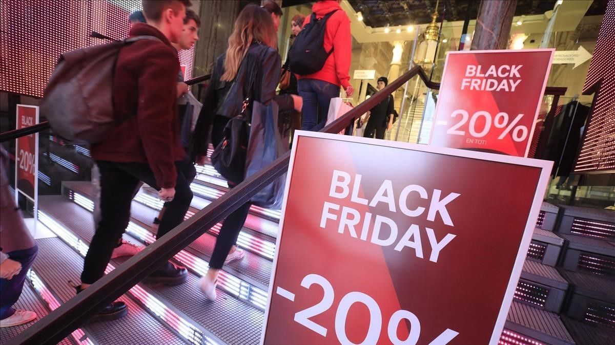 Un comercio de Barcelona durante el Black Friday.