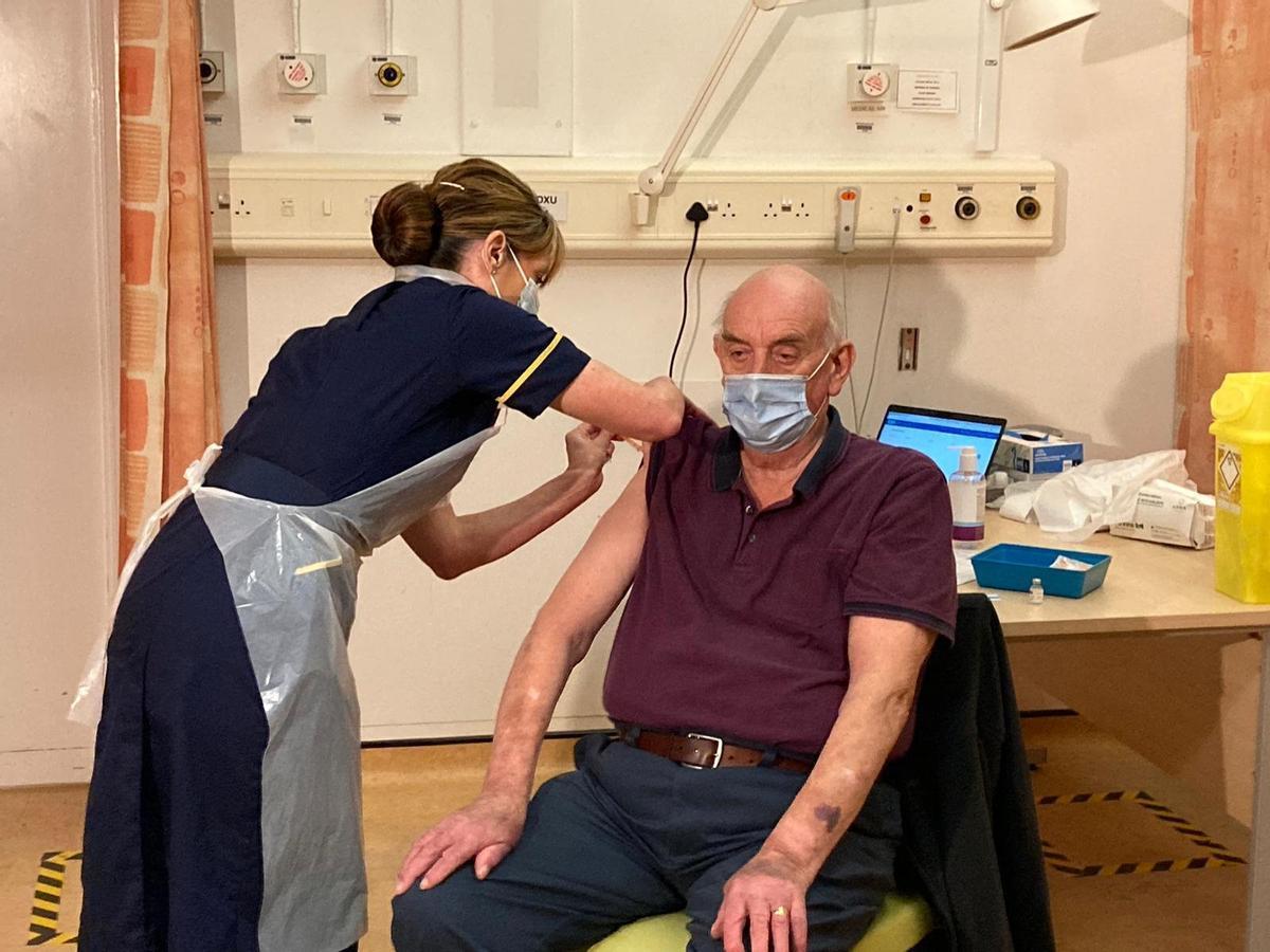 El Regne Unit comença a immunitzar amb la vacuna d'Oxford-AstraZeneca