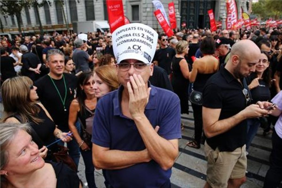 Protesta de trabajadores de Catalunya Banc contra el ERE.