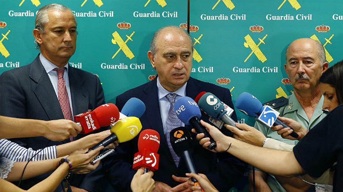 El ministro del Interior Jorge Fernández Díaz asegura que la guerra de banderas de Barcelona le recuerda cuando ETA estaba plenamente activa y operativa, sembrando regueros de sangre y terror por todas partes