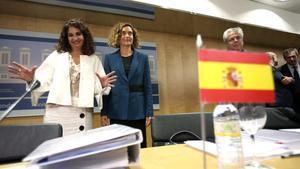 Laministrade Hacienda, María Jesús Montero,y la exministra de Política Territorial, Meritxell Batet (y actual Presidenta del Congreso), en el Consejo de Política Fiscal y Financiera del 19 de julio pasado.