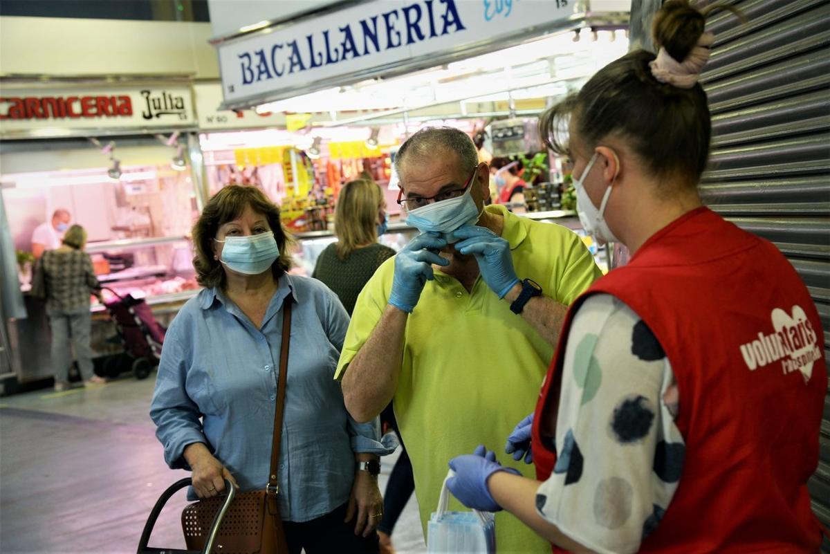 Una de las voluntarias de L'Hospitalet de Llobregat.