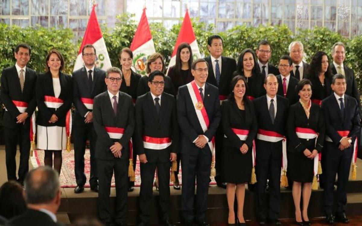 El presidente de Perú,Martín Vizcarra, con parte de su gabinete.