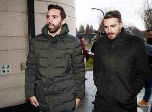 Figueras (izquierda) y Torres llegan a la Audiencia Provincial de Navarra.