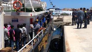 Almenys 70 migrants morts al naufragar una pastera davant la costa de Tunísia