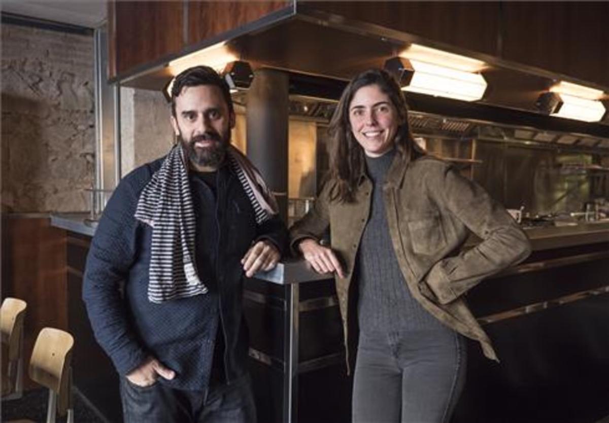 Estanis Carenzo e Inés Miro-Sans, en el comedor de Têt, en los bajos de Casa Bonay. Foto: Ricard Fadrique