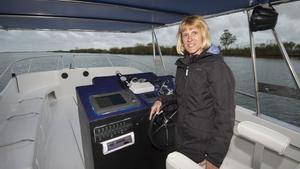 Elisabet Casanova, pescadora y patrona de la Marina Mercante, ahora pasea turistas por el Ebro.