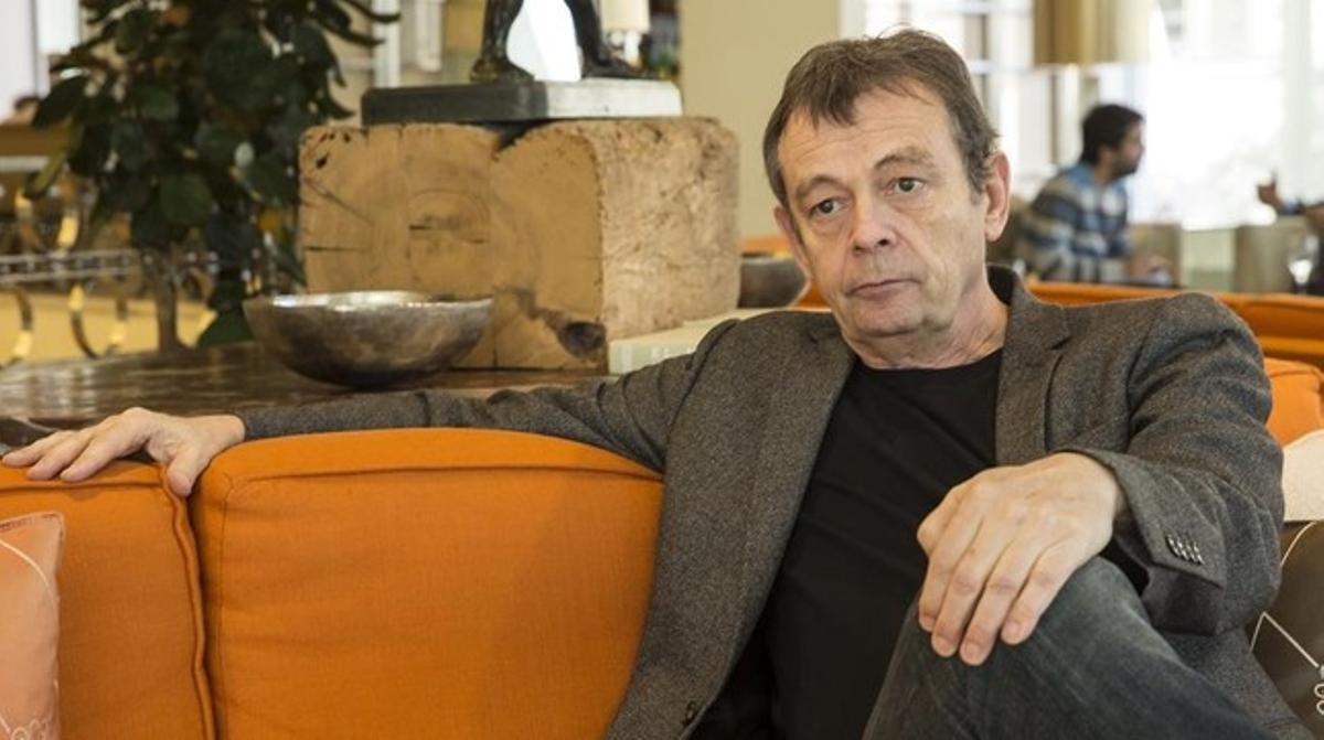 El escritor francés de novela negra y ganador del Goncourt Pierre Lemaitre, este martes en Barcelona, donde participa en el festival BCNegra.