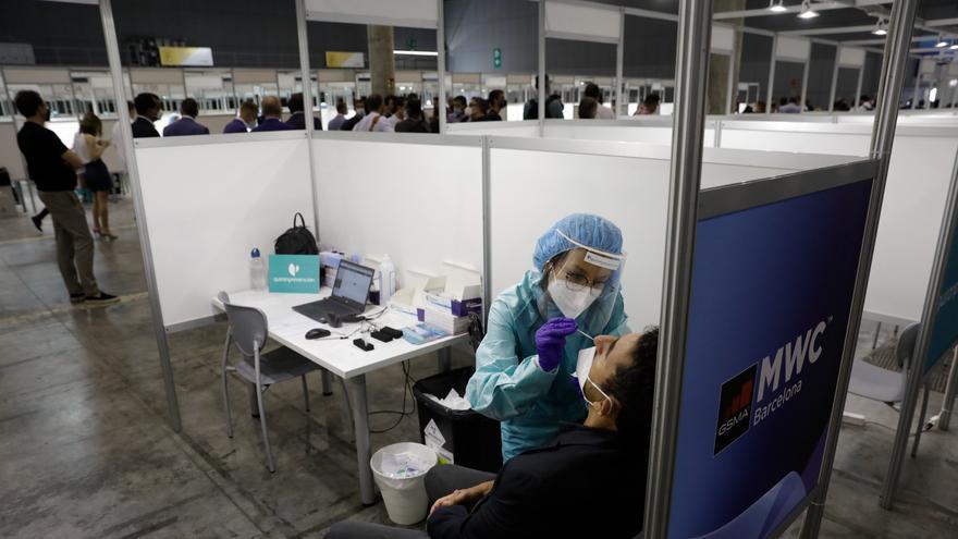 Los vacunados con pauta completa no tendrán que hacerse una PCR ni cuarentena si tienen un contacto estrecho
