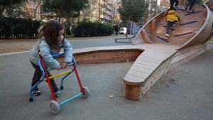 Emma jugando en el parque de L'Oreneta, en una imagen de archivo.