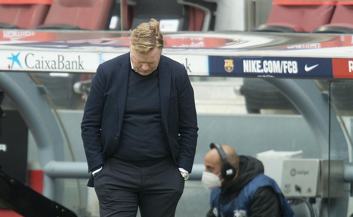 Koeman, decepcionado en el Camp Nou tras el empate del Cádiz.