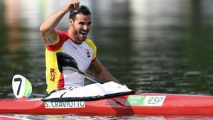 Saúl Craviotto celebra su medalla de bronce en K1 200m.