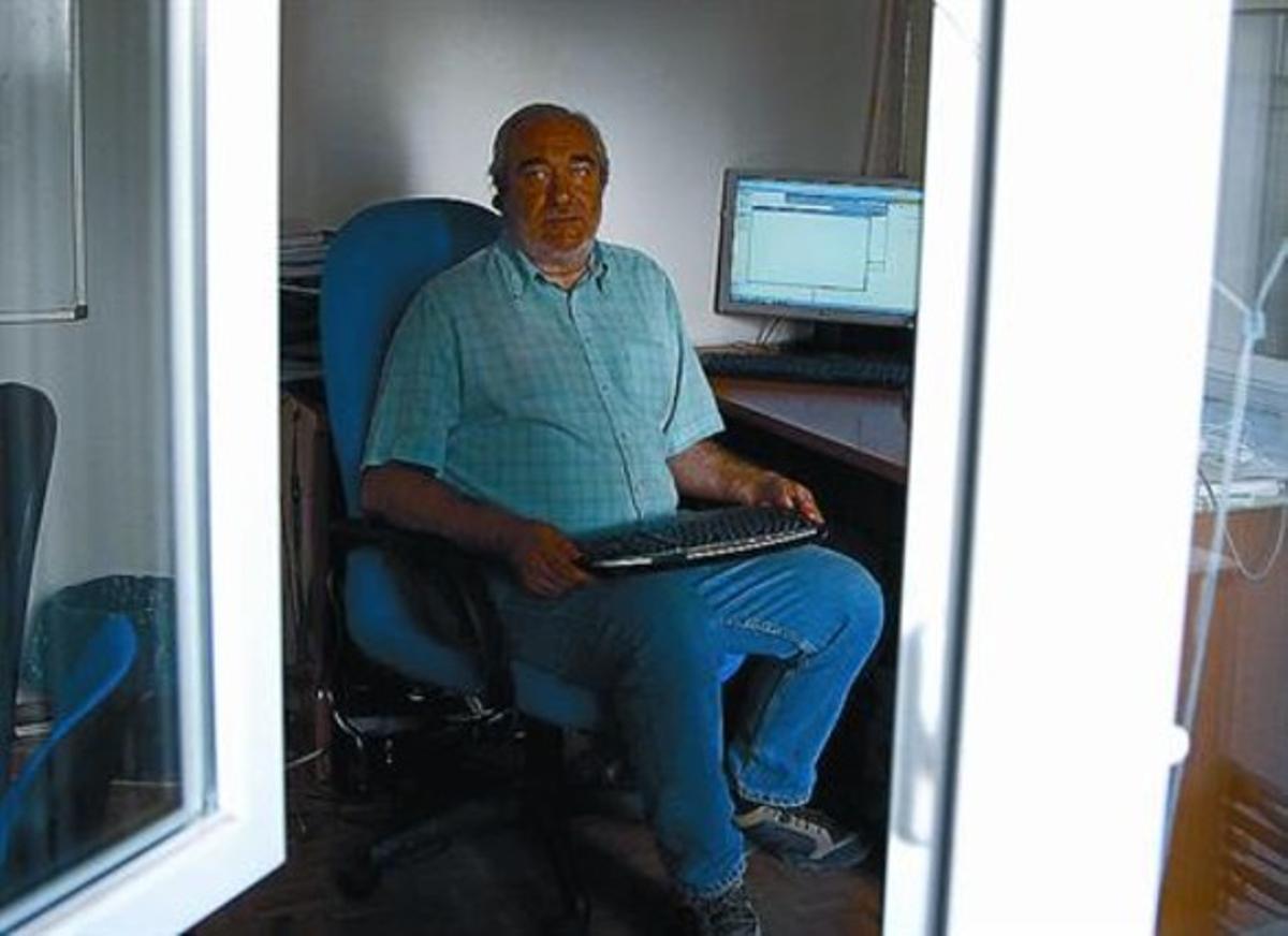 Juan Carlos García Cuartango, ante su ordenador, en Madrid.