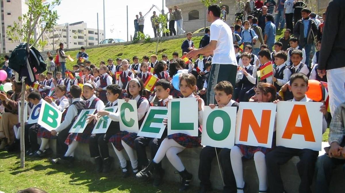 Niños palestinos en la inauguracion del Barcelona Peace Park en la ciudad de Gaza.
