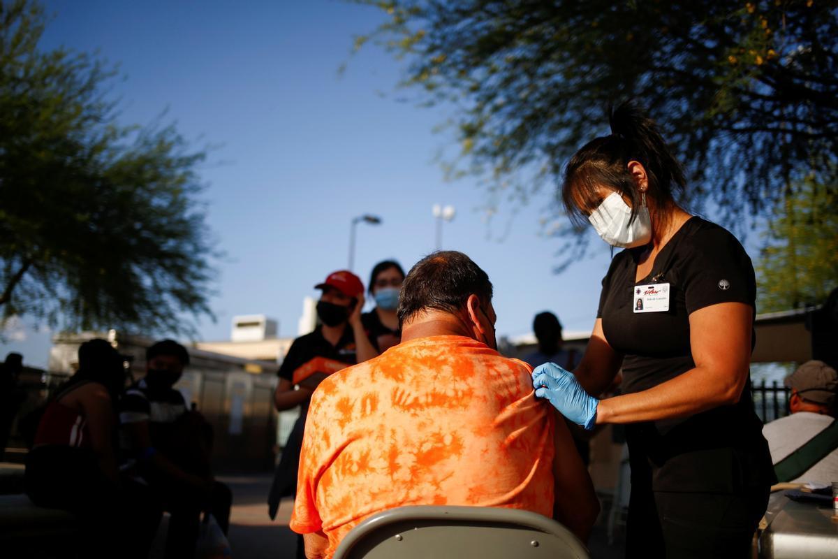 Centro de vacunación en la localidad fronteriza de El Paso, Texas.