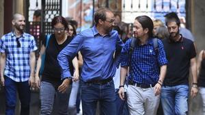 El coordinador nacional de ICV, Joan Herrera, y el secretario general de Podemos, Pablo Iglesias, el pasado 26 de junio, en Barcelona.