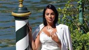 La distracció de Georgina Rodríguez a l'alfombra vermella de Venècia