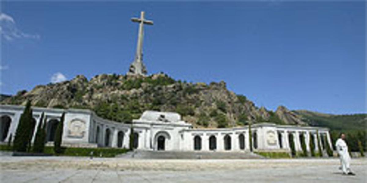 Reapertura. Imagen de la basílica y la cruz del Valle de los Caídos.