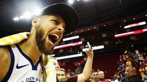 Stephen Curry celebra, eufórico, el pase a la final de la NBA tras vencer en Houston a los Rockets.