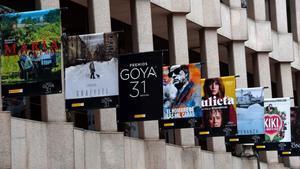 Fachada del Ministerio de Cultura con loscarteles de las peliculas nominadas en los Premios Goya.