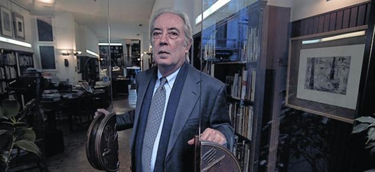 Manuel Martínez Bravo, ayer, en su librería.
