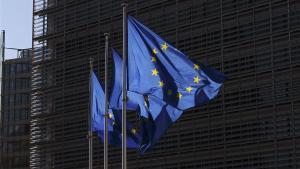 Banderas de la Unión Europea ante la sede de la Comisión Europea, en Bruselas.