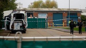 Els immigrants morts al camió trobat al Regne Unit eren dones i homes de la Xina