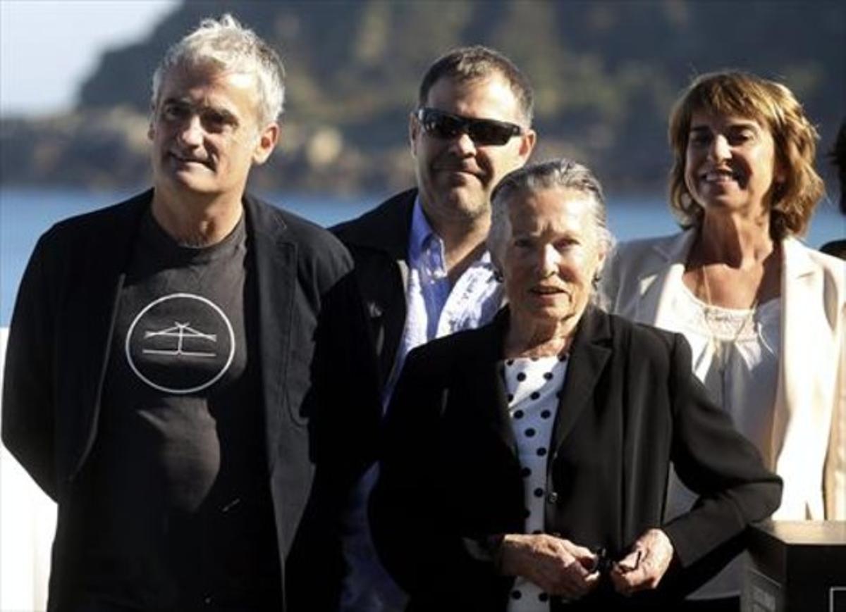 De izquierda a derecha, el director Asier Altuna y los actores Ander Lipus, Amparo Badiola y Klara Badiola.