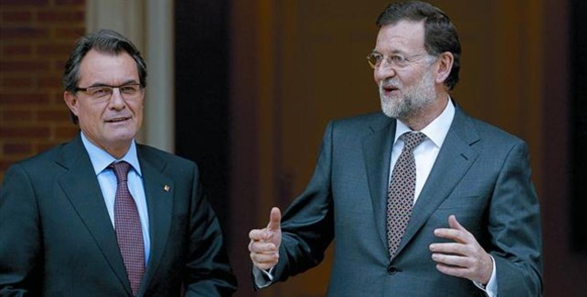 Artur Mas y Mariano Rajoy, ayer, poco antes de la reunión de casi dos horas que mantuvieron en el palacio de la Moncloa.
